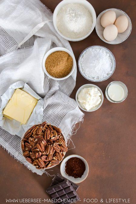 Alle Zutaten für eine Pekannuss-Tarte: Viel Nuss, etwas Schoko und Teig