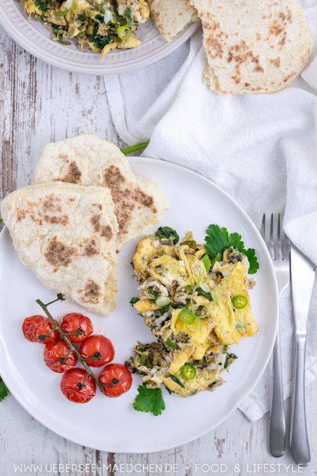 Rührei Masala mit Pfannenbrot Rösttomaten nach Jamie Oliver Rezept von ÜberSee-Mädchen Foodblog vom Bodensee