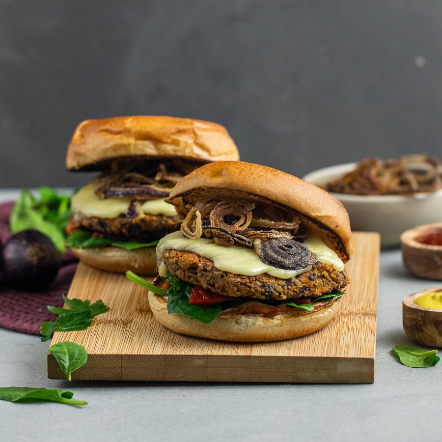 Vegetarischer BBQ Burger mit Kidneybohnen Pattie
