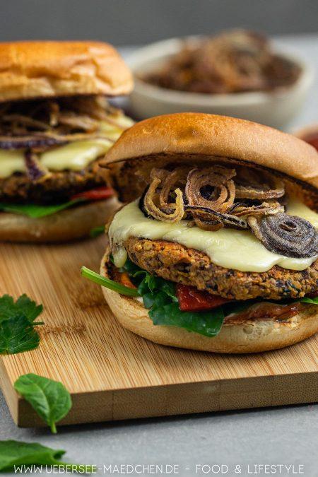 Zwei BBQ-Burger mit vegetarischem Pattie Rezept