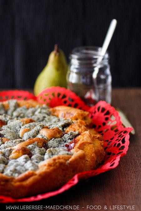 Saftiger Birnenkuchen mit Preiselbeeren und Mohnstreuseln Rezept von ÜberSee-Mädchen Foodblog vom Bodensee