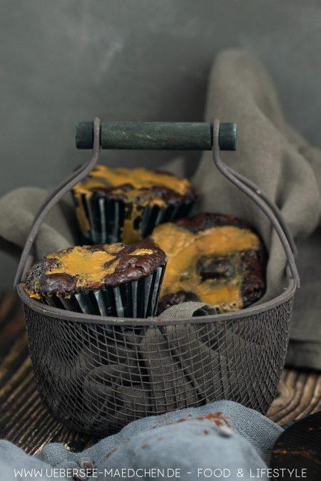 Ein Korb voller Brownies mit Salzkaramell und Walnüssen Rezept