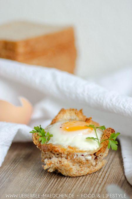 Ein Frühstücksmuffin aus Toastbrot und Ei REzept