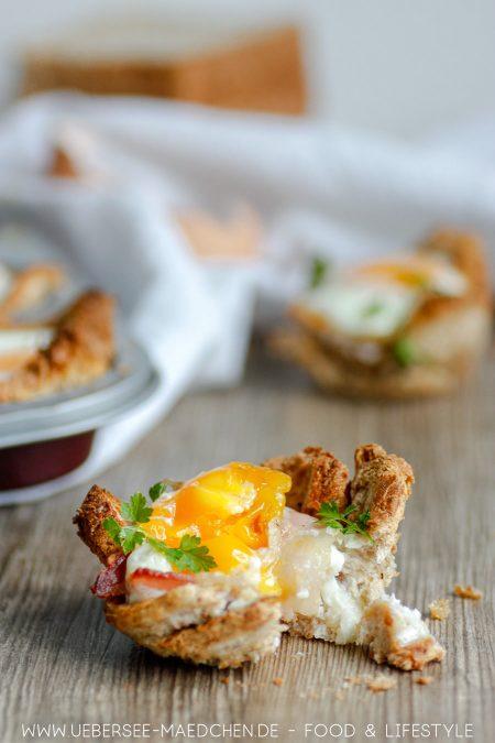 Toastbrot und Ei mal anders: Als Frühstücksmuffins mit Ei aus der Muffinform. Rezept vom ÜberSee-Mädchen Foodblog vom Bodensee