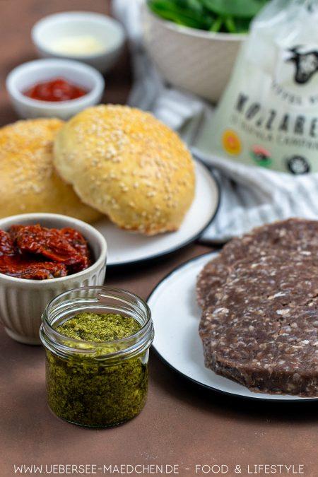 Zutaten für mediterranen Burger selbstgemacht mit Pesto