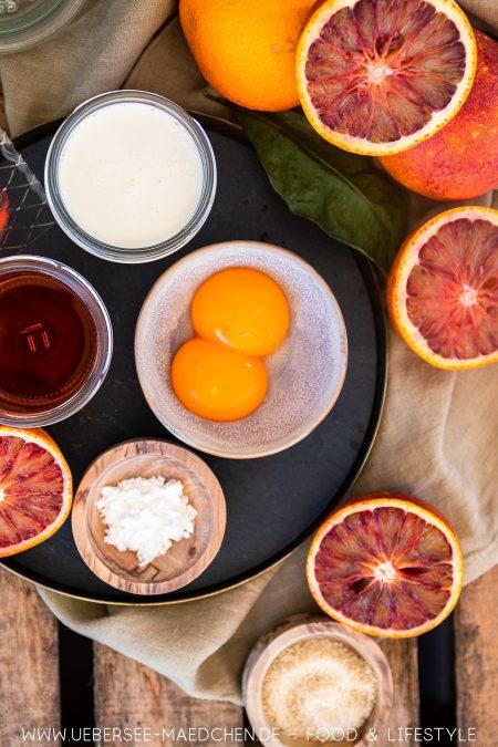 Zutaten für einen Nachtisch mit Blutorangen und Aperol Orangencreme