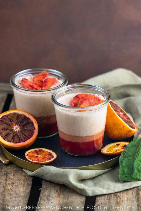 Zwei Gläser Orangencreme Dessert mit Aperol Rezept