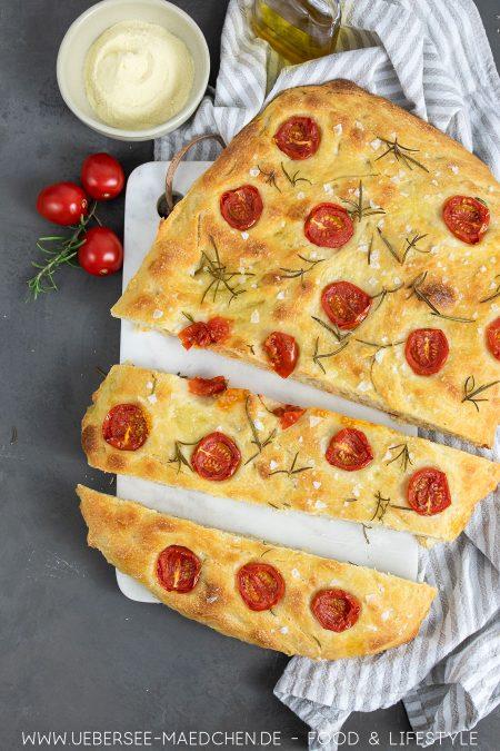 Mediterranes Fladenbrot mit Tomaten Rezept für Focaccia