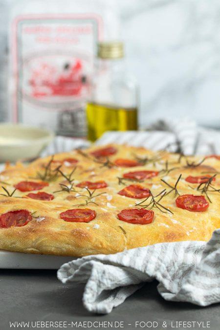 Focaccia mit Tomaten und wenig Hefe Rezept von ÜberSee-Mädchen Foodblog vom Bodensee