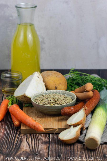 Linsen, Suppengrün und Würstchen - viel mehr braucht es für Linsentopf nicht
