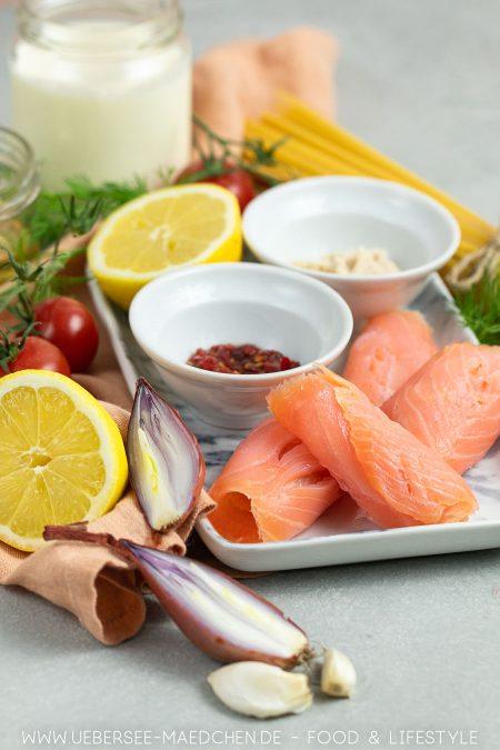 Sahnesauce mit Räucherlachs wird dank Meerrettich und Brühe köstlich Rezept