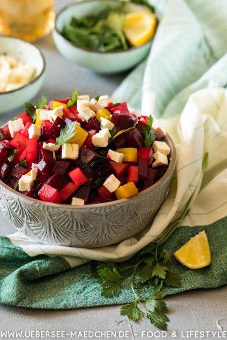 Rote-Bete-Salat ist einfach köstlich mit Feta und Petersilie