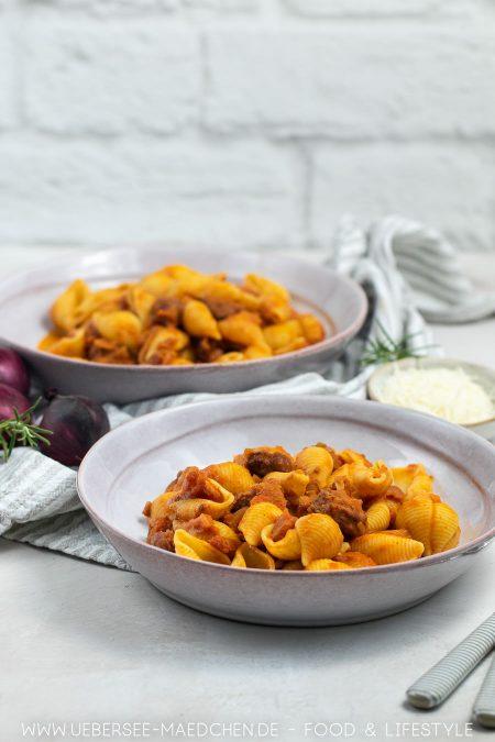 Wurstpasta mit Salsiccia Wurst und Zwiebeln Rotwein Parmesan Rezept
