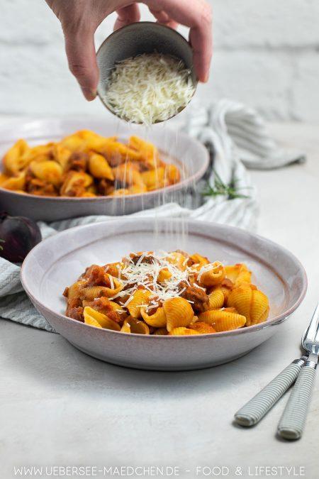 Wurstpasta mit Salsiccia Wurst und Zwiebeln Rotwein Parmesan Rezept von ÜberSee-Mädchen Foodblog vom Bodensee