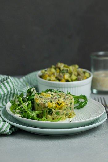Thunfischtatar mit Birne Paprika Kürbiskernöl als feine Vorspeise Rezept von ÜberSee-Mädchen Foodblog vom Bodensee