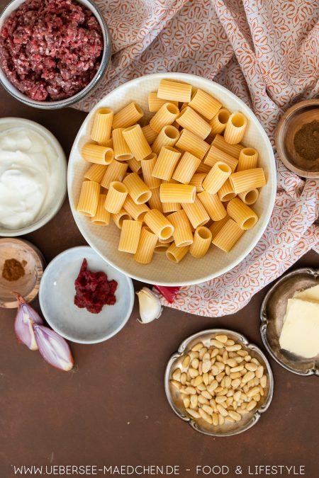 Alle Zutaten für türkische Hackfleisch-Pasta