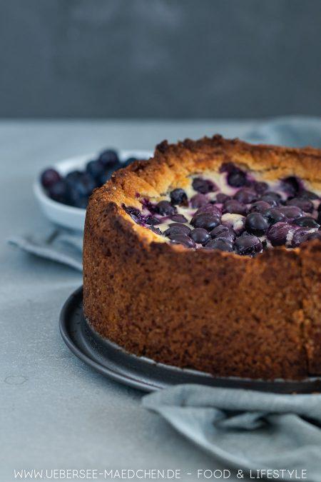 Einfacher Kuchen mit saurer Sahne Blaubeeren nach finnischem Rezept
