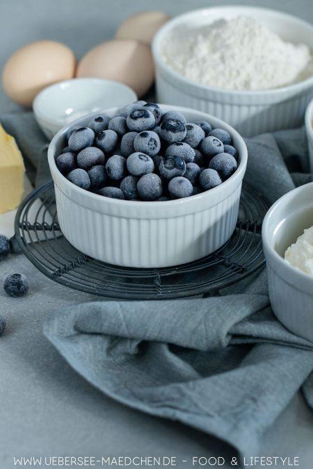 Blaubeeren dürfen frisch oder tiefgekühlt sein für diesen Kuchen