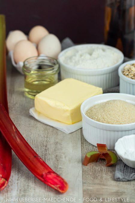 Zutaten für saftigen Rührkuchen mit Obst und Streuseln