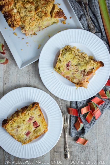 Rührkuchen mit Obst Rhabarber und Streuseln einfaches Lieblingsrezept von ÜberSee-Mädchen Foodblog vom Bodensee