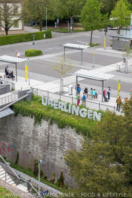 Blick von den Rosenobel-Gärten der LGS auf den Überlinger Bahnhof