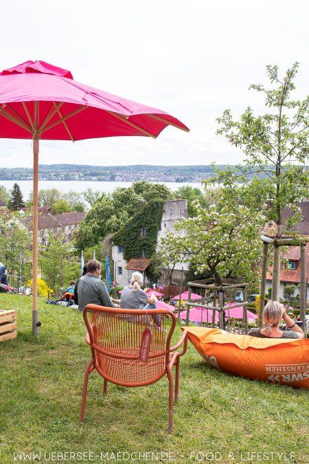 Blick von den Menzinger Gärten über Überlingen und Bodensee