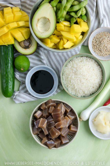 Zutaten für hawaiianische Poke-Bowl mit Thunfisch Sriracha-Mayo