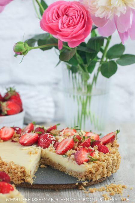 Sommerkuchen ohne Backen mit weißer Schokolade Erdbeeren