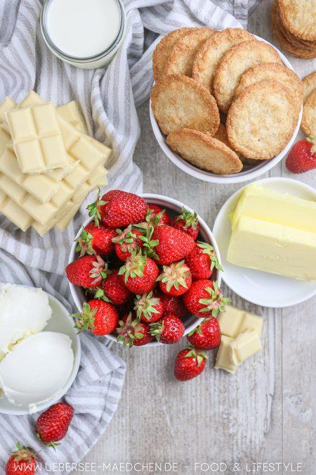 Erdbeeren machen die Schokotarte ohne Backen schön fruchtig
