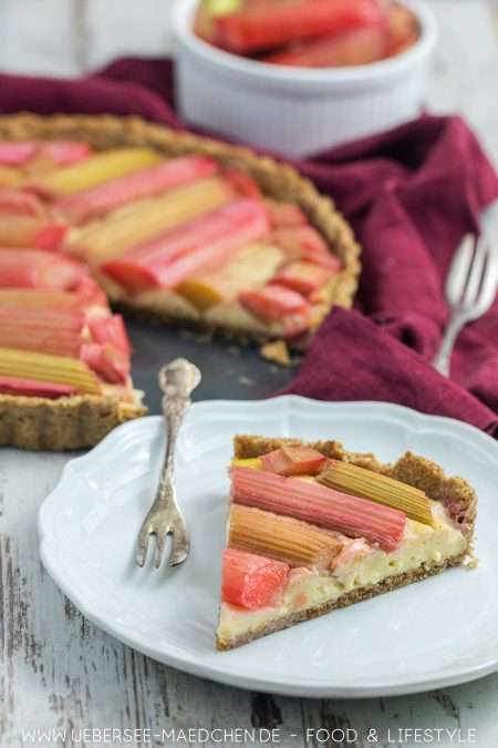 Rhabarberstangen auf Vanillecreme Tarte Rezept von ÜberSee-Mädchen Foodblog