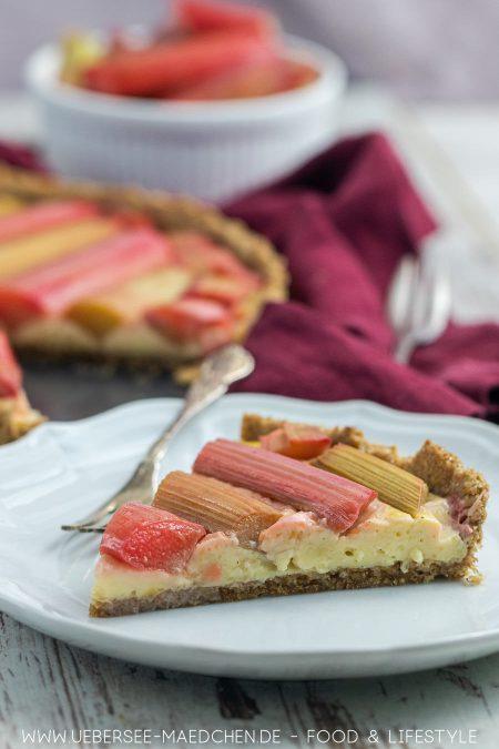 Kuchenstück Rhabarbertarte mit Vanillecreme