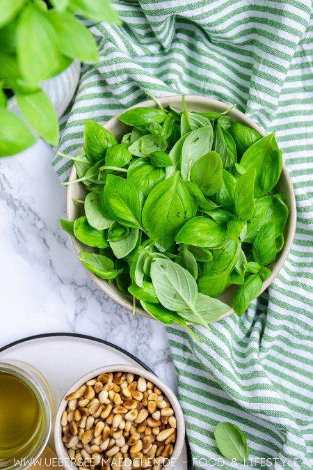 Basilikum ist wichtigste Zutat für grünes Pesto genovese