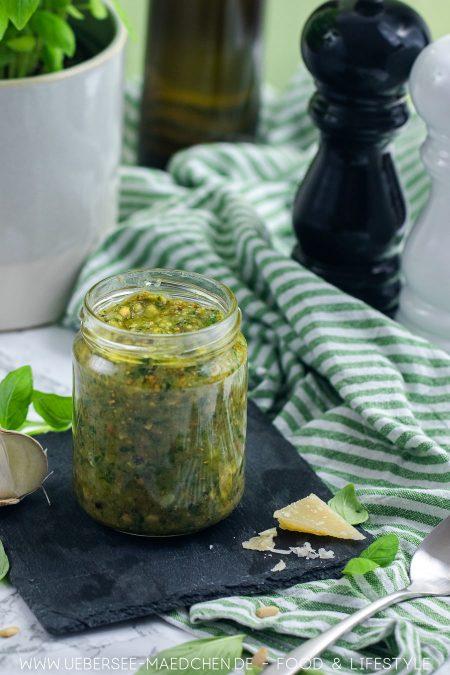 Pesto genovese ist leicht selbstgemacht Rezept