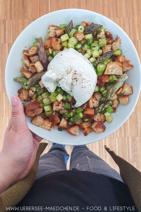 Roher Spargelsalat mit Burrata aus Ui