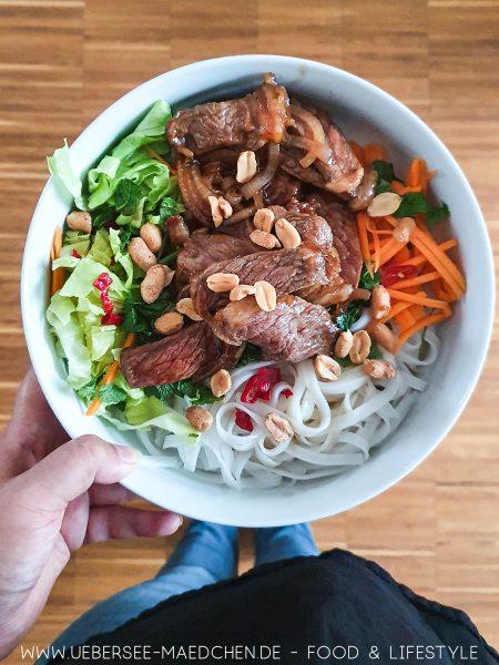 Reisnudel-Bowl mit Rindfleisch Rezept