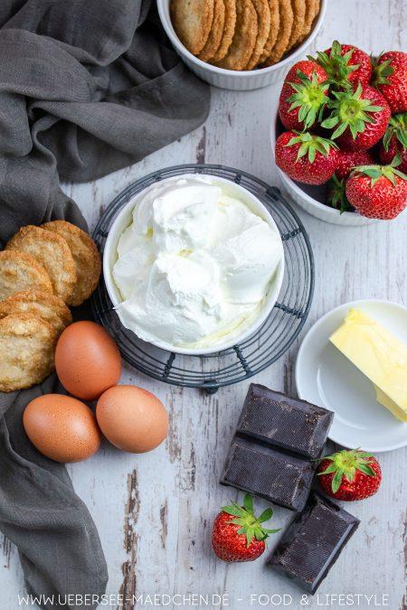 Zutaten für schokoladigen Käsekuchen mit Erdbeeren