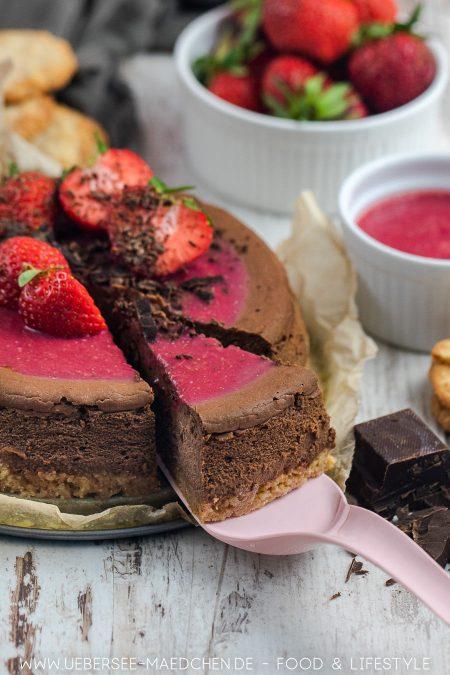Schoko-Cheesecake mit Erdbeeren ist köstlich
