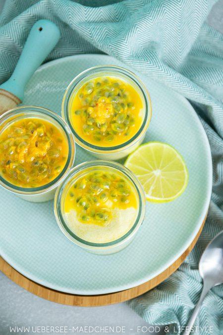 Drei Dessertgläser mit tropischer Creme