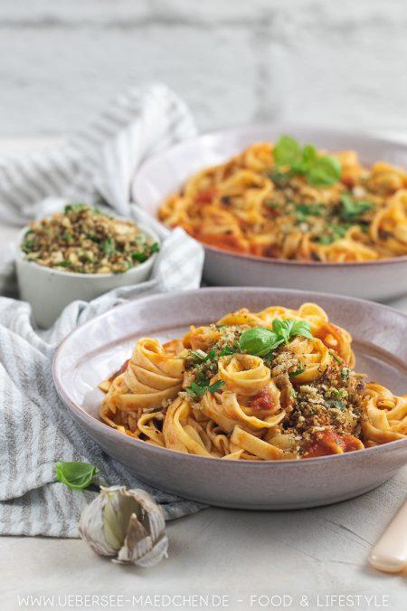 Tagliatelle mit Tomaten-Sardellen-Sauce Rezept aus Pasta Grannies von ÜberSee-Mädchen Foodblog vom Bodensee