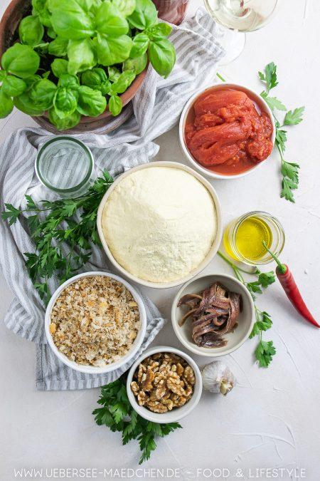 Zutaten für Tagliatelle selbstgemacht mit Tomaten-Sardellen-Sauce