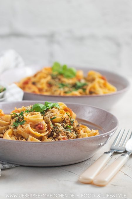 Tagliatelle mit Tomaten-Sardellen-Sauce sind einfach gut