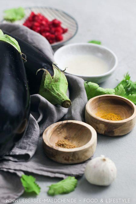 Gewürze machen die Vorspeise aus Auberginen schön würzig