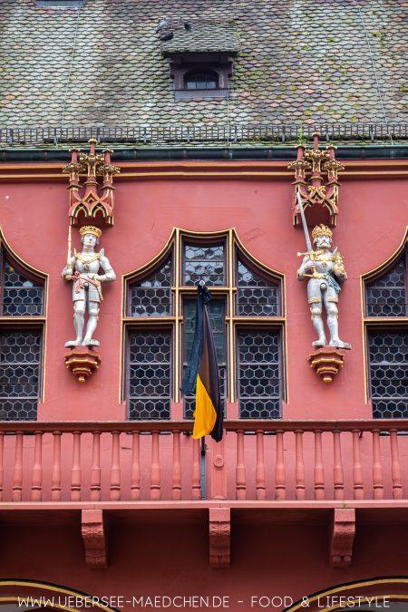Fassade am historischen Kaufhaus in Freiburg