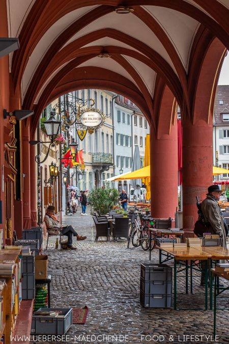 Blick durchs historische Kaufhaus am Münsterplatz