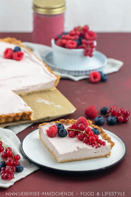 Kuchenstück von Himbeertarte mit Mascarpone Himbeer Curd Rezept